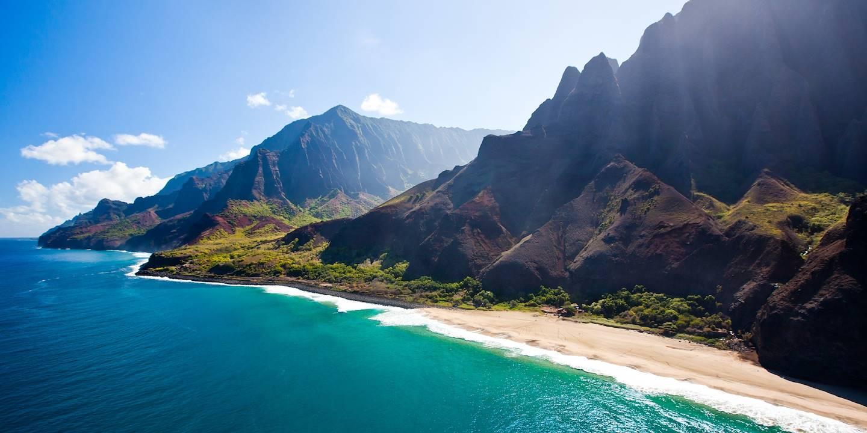 Vue aérienne de la côte de Na Pali sur l'île Kauai - Hawaï