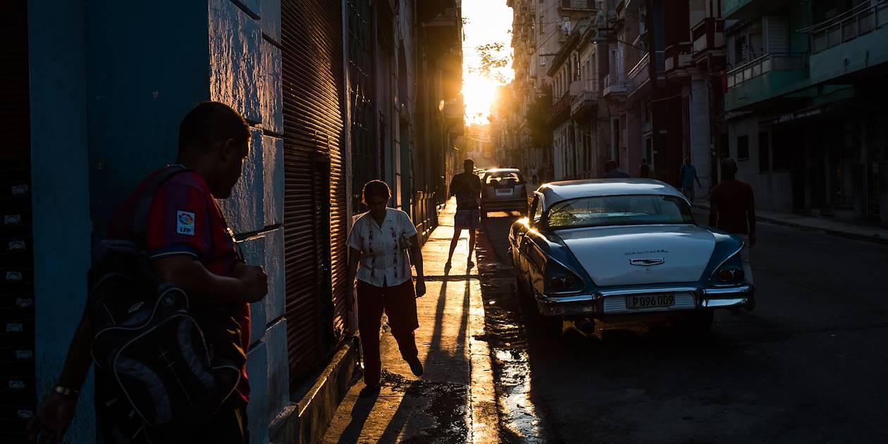 Scène de vie dans les rues de la capitale - La Havane - Cuba