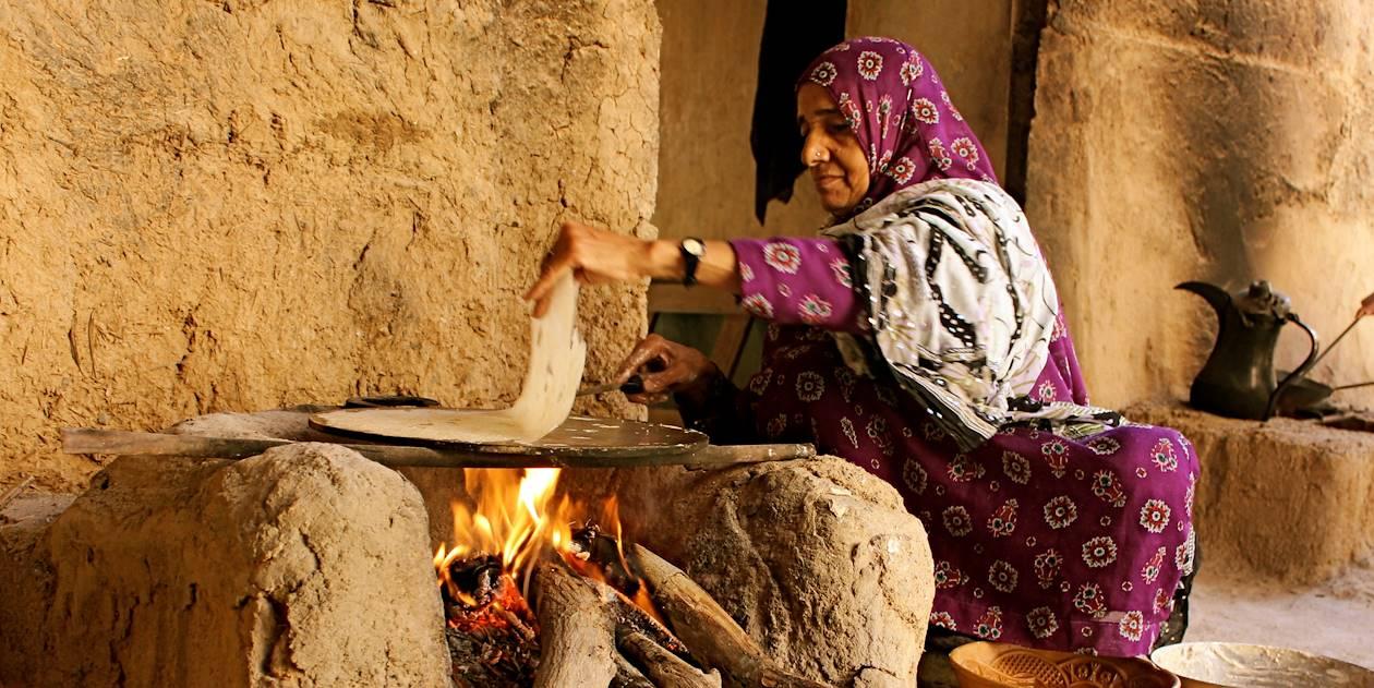 Cuisine traditionnelle dans le village d'Al Hamra - Oman