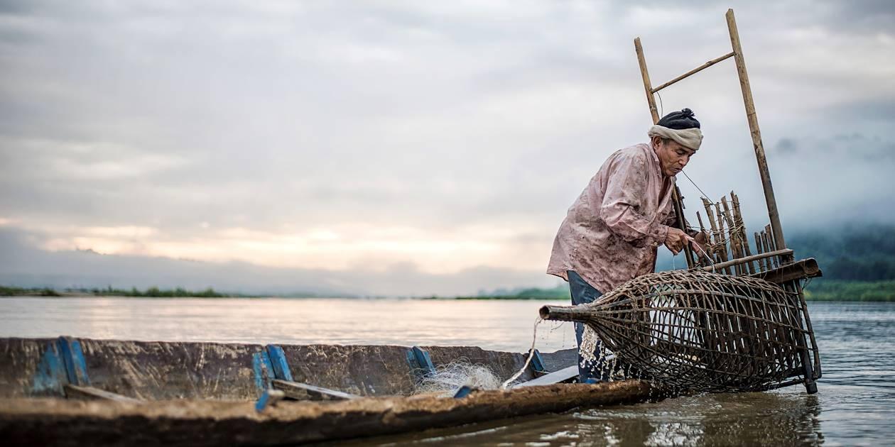 Pêcheur sur le Mékong - Laos