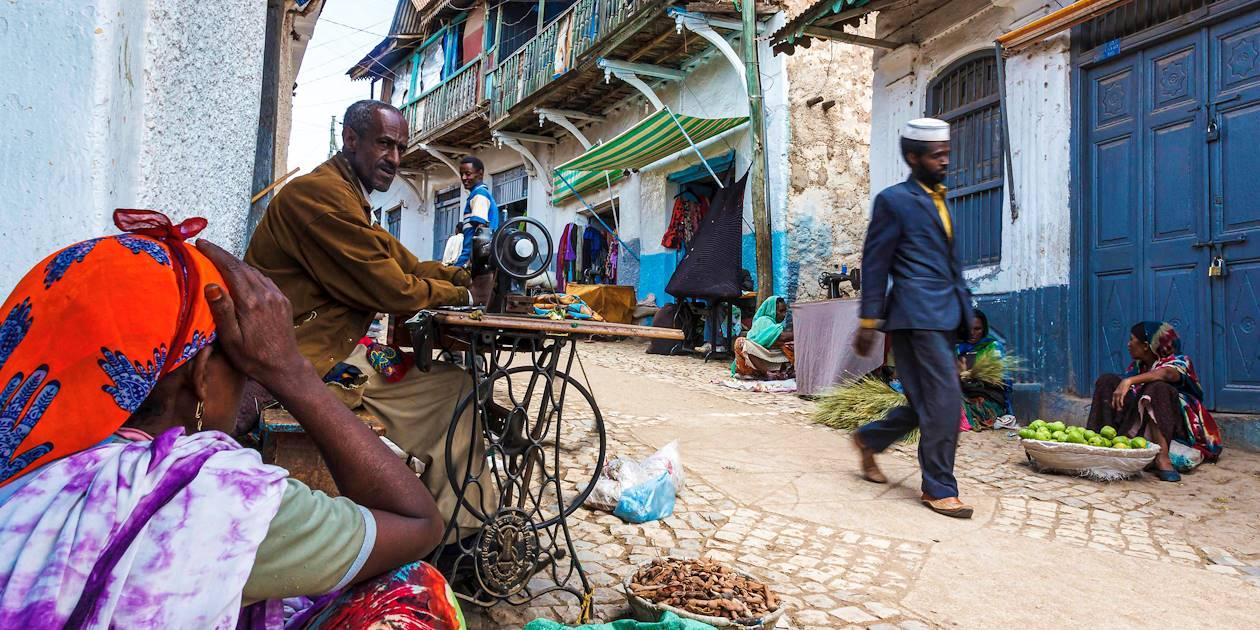 Scène de vie dans une rue d'Harar, ville classée patrimoine mondial de l'UNESCO - Ethiopie