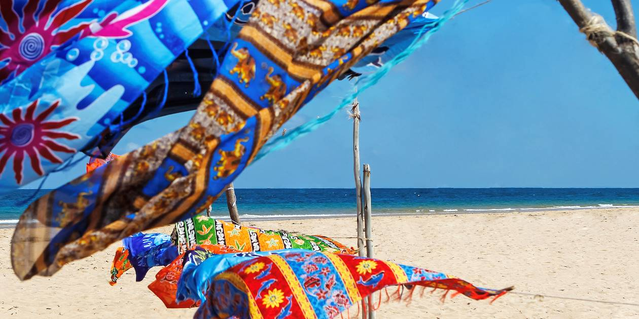 Paréos colorés sur la plage - Costa Rica