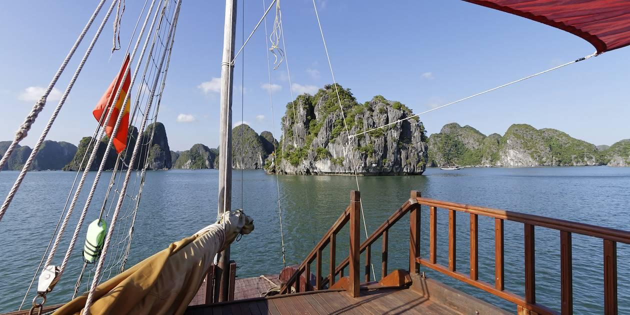 Sur le pont d'une jonque - Baie d'Halong - Vietnam