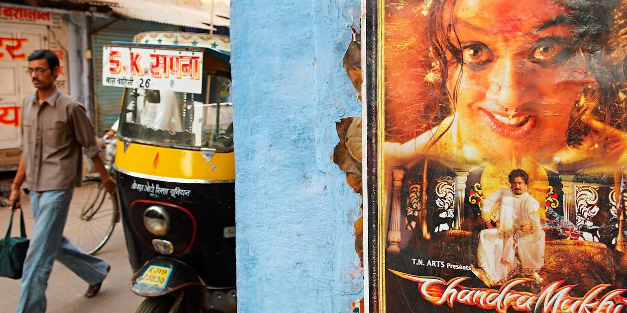 Affiche de cinéma dans les rues de la ville bleue - Jodhpur - Rajasthan - Inde