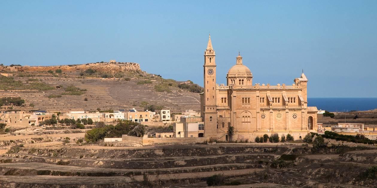Vue sur le sanctuaire national Ta'Pinu - Gharb - Île de Gozo - Malte