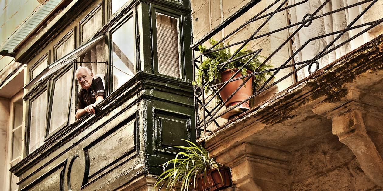 Homme au balcon - La Valette - Malte