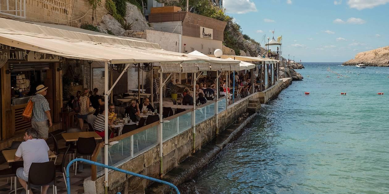 Restaurant au bord de l'eau - Xlendi Bay - Île de Gozo - Malte