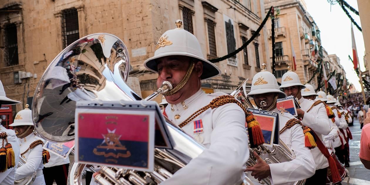 Procession militaire dans les rues de la ville - La Valette - Malte