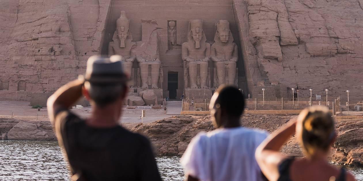 Vue du grand temple d'Abou Simbel depuis le Nil - Égypte
