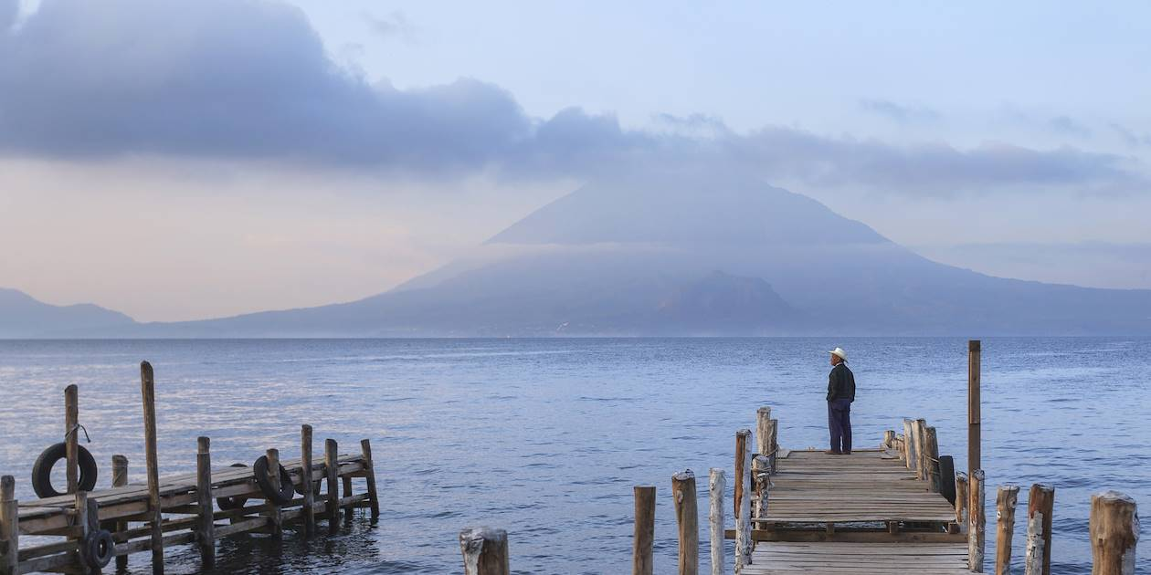 Volcan Toliman face au lac Atitlan - Panajachel - Guatemala
