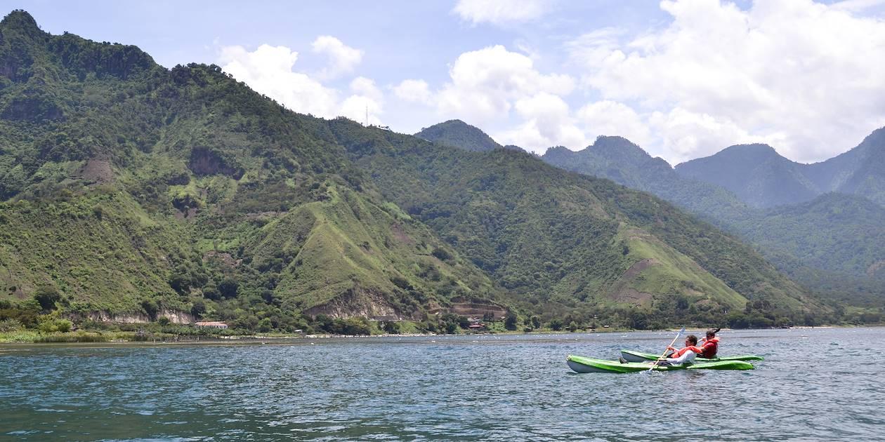 Kayak sur le lac Atitlán - Département de SololaGuatemala