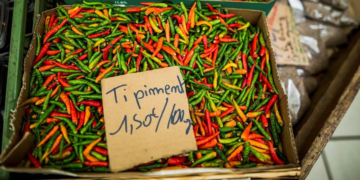 Marchand de piments locaux - Cilaos - La Réunion