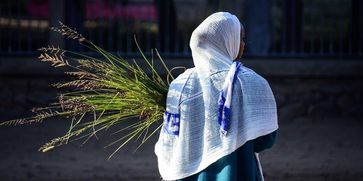 Femme dans une rue d'Axoum - Ethiopie