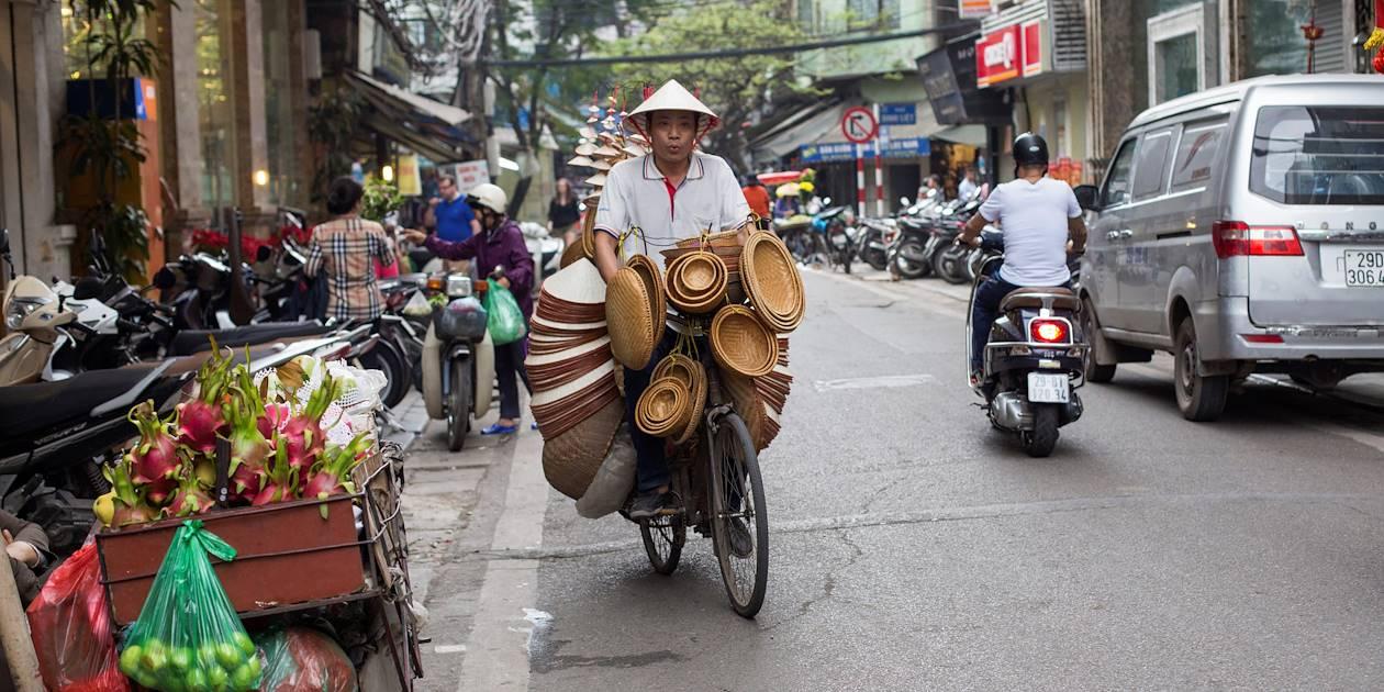 Marchand ambulant de chapeaux - Hanoï - Vietnam