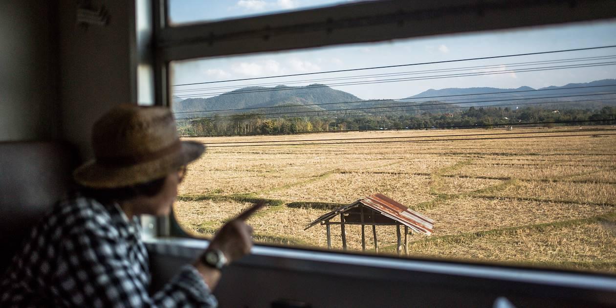 Voyage à bord du train reliant Bangkok à Chiang Mai - Thaïlande