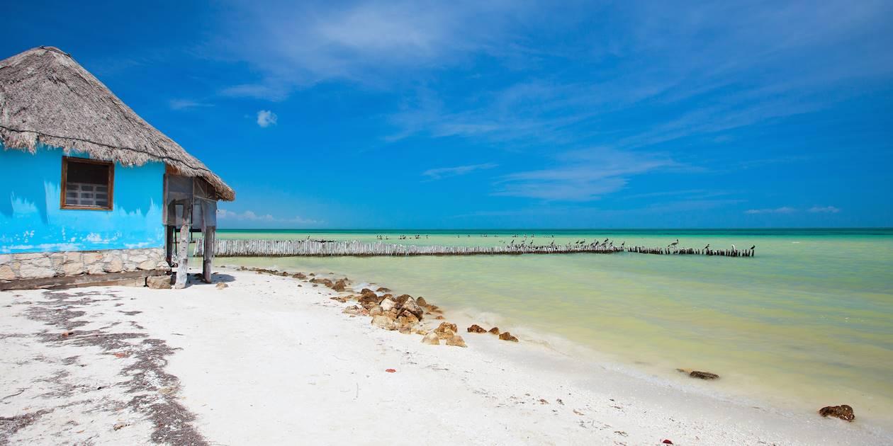 Petite maison colorée sur la plage d'Isla Holbox - Quintana Roo - Mexique