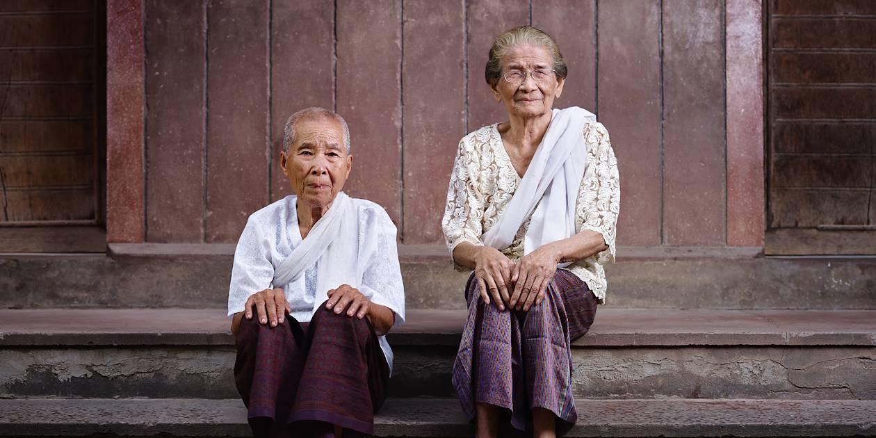 Portrait de deux femmes âgées cambodgiennes