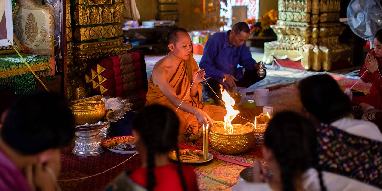 Cérémonie religieuse dans le temple Vat Simuong - Vientiane - Laos