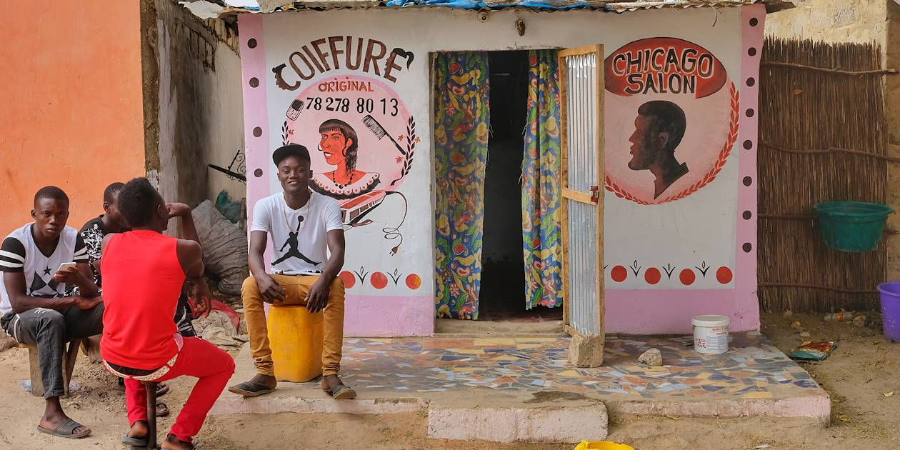 Salon de coiffure dans le village de Toubacouta - Région de Sine Saloum - Sénégal