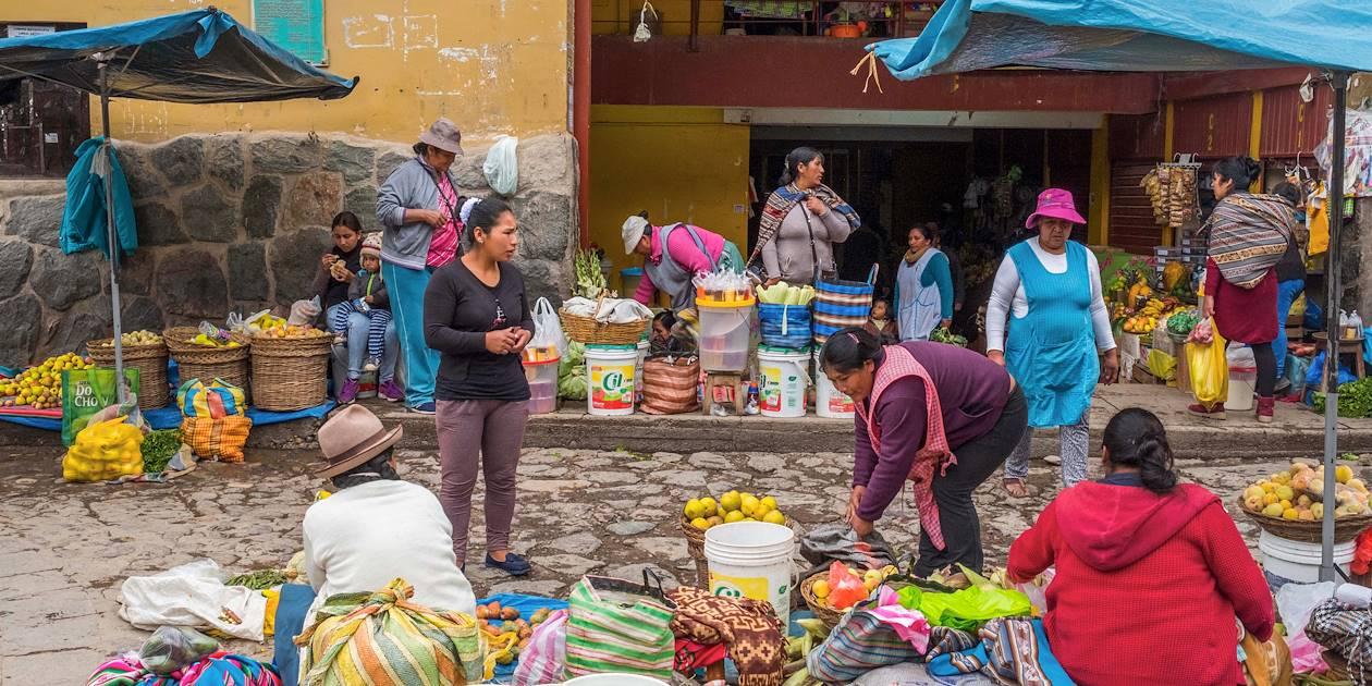 Marché dans les rues d'Ollantaytambo - Vallée Sacrée des Incas - Pérou