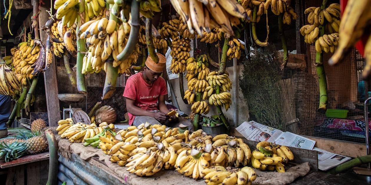 Marchand de bananes au marché - Stone Town - Zanzibar Vieille Ville - Tanzanie