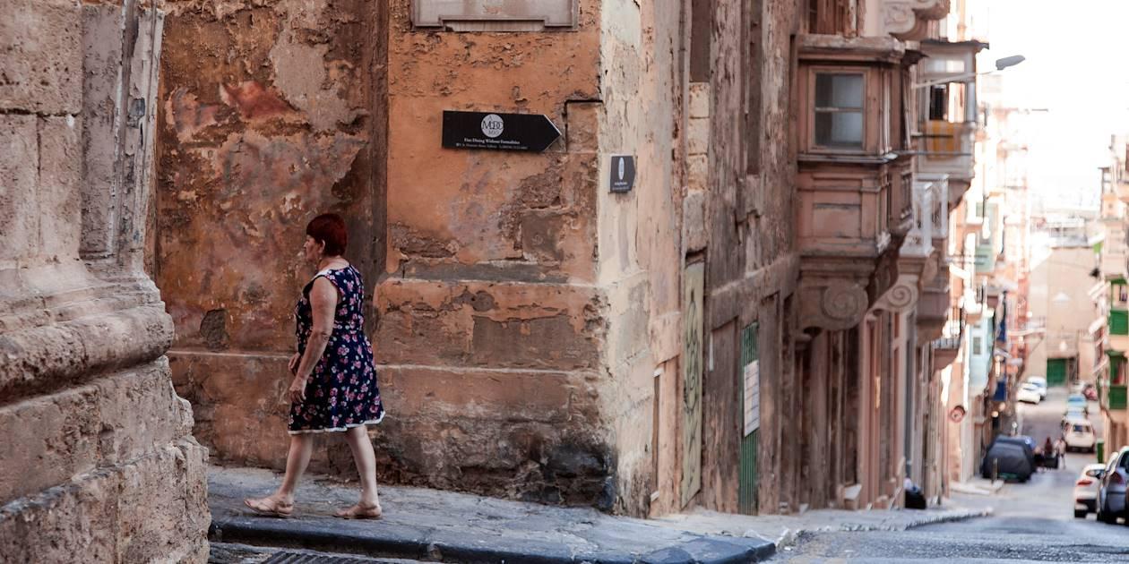 Scène de vie dans les rues de la ville - La Valette - Malte