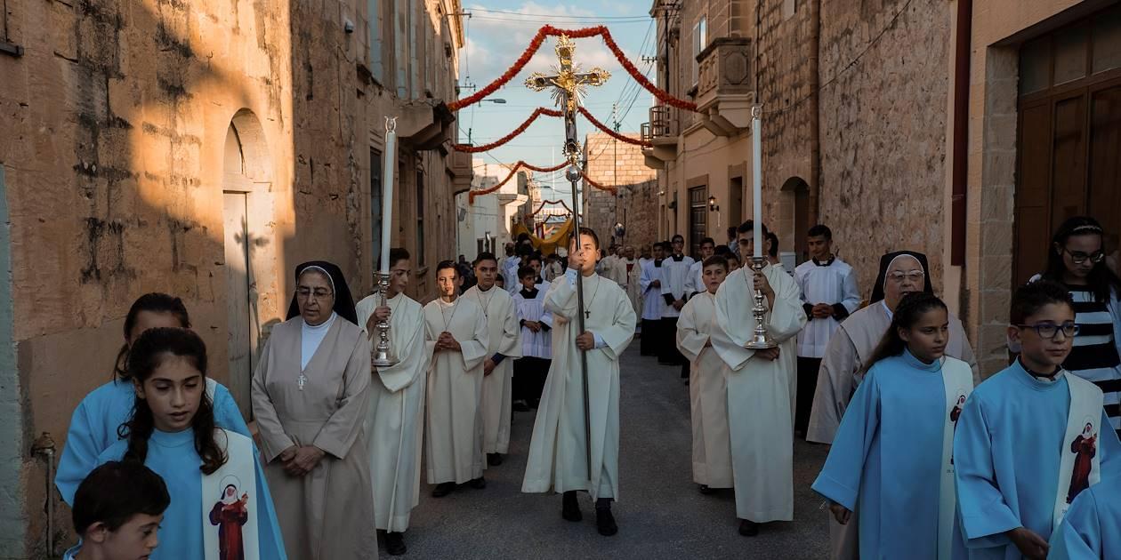 Procession religieuse dans les rues de Xaghra - Xaghra - Île de Gozo - Malte