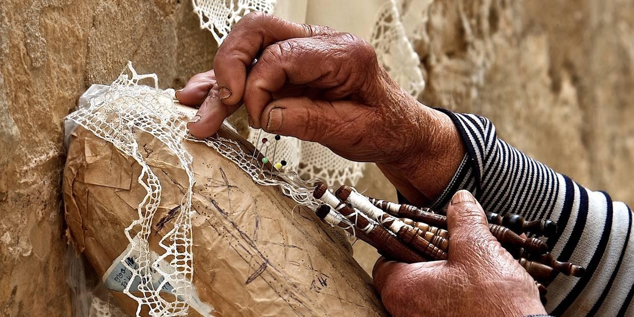Dentelle traditionnelle : artisanat maltais - Malte