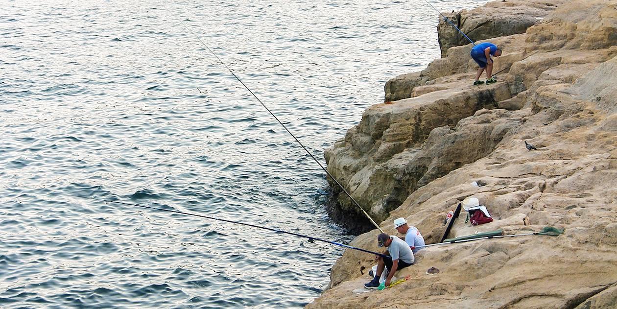 Pêcheurs sur les rochers - Malte
