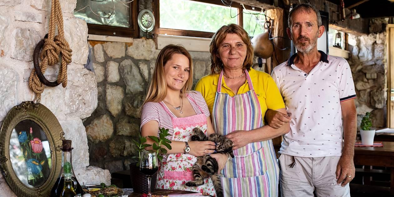 Déjeuner de la pêche du matin : portrait des propriétaires du restaurant - Virpazar - Monténégro