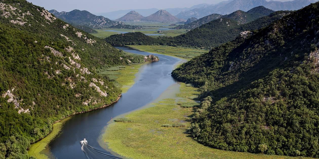 Balade en bateau sur la rivière Crnojevica, alimentant le lac Skadar - Rijeka Crnojevica - Monténégro