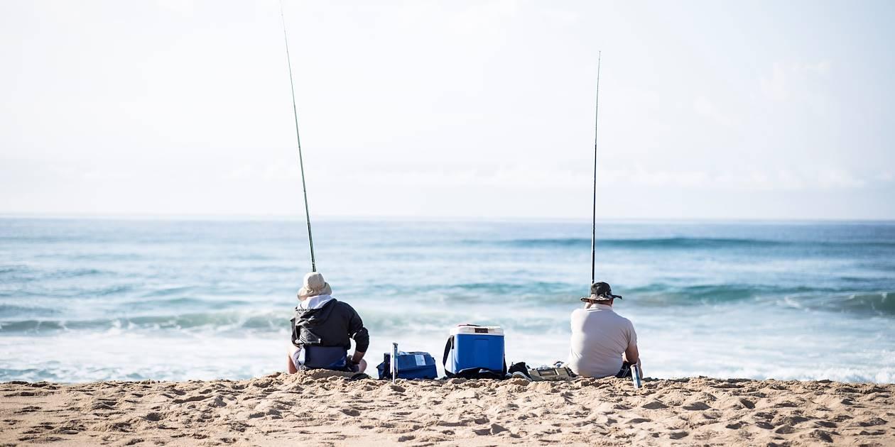 Deux pêcheurs sur la plage - Santa Lucia - KwaZulu-Natal - Afrique du Sud