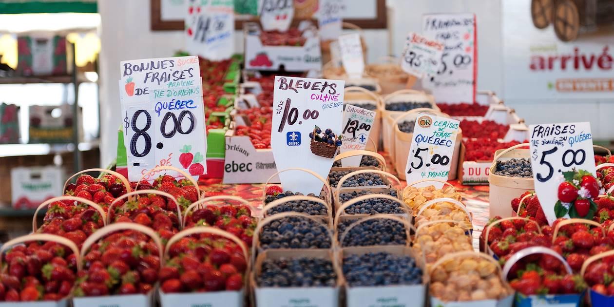 Stand de fruits au Marché Jean Talon - Rosemont Petite Patrie - Montréal - Québec - Canada