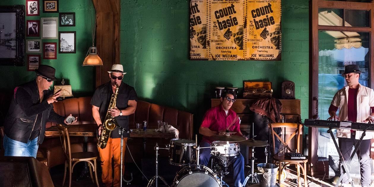 Little Havana : musiciens dans un café du quartier - Miami Beach - Floride - Etats-Unis