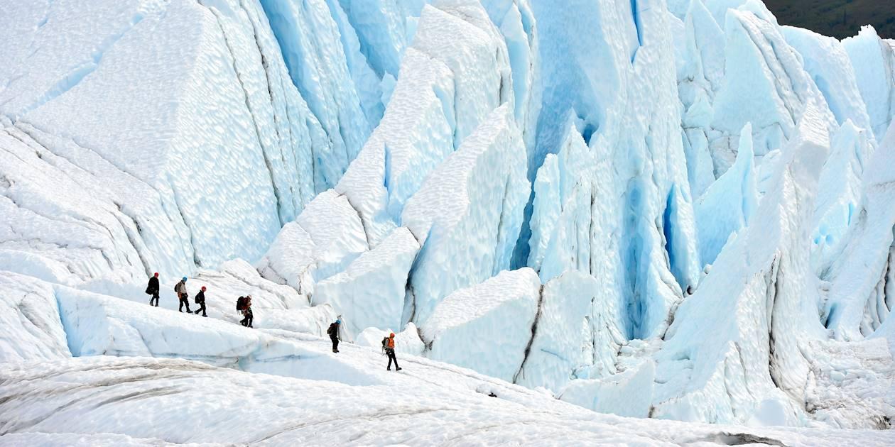 Randonneurs sur le glacier Matanuska - Alaska - Etats-Unis