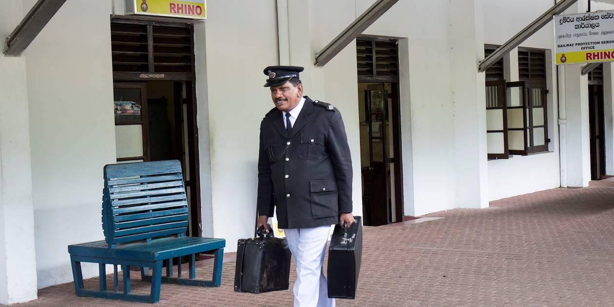 Voyage en train : liaison d'Ella à Kandy, ici la gare de Nawalapitiya - Nawalapitiya - Centre - Sri Lanka