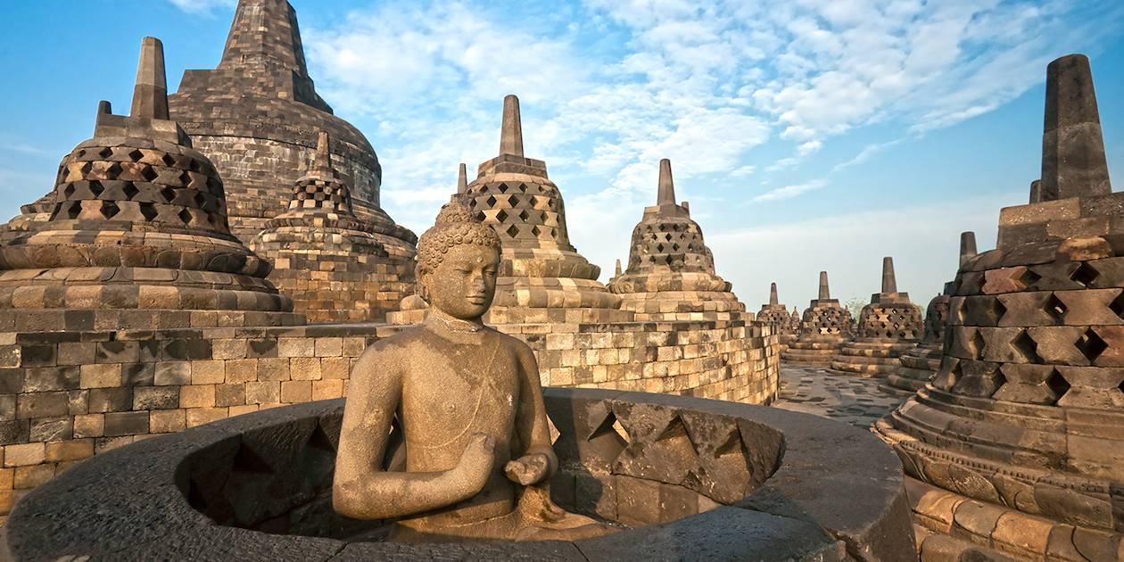 Le temple de Borobudur au petit matin - Yogyakarta - Java - Indoésie
