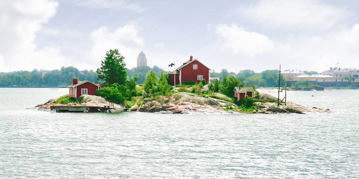 Ilot sur le trajet Helsinki-Suomenlinna par le ferry - Finlande