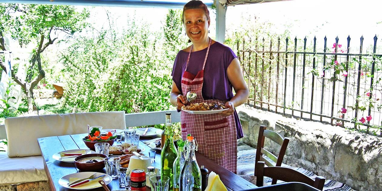 Cours de Cuisine avec Androniki à Loutra - Crète - Grèce