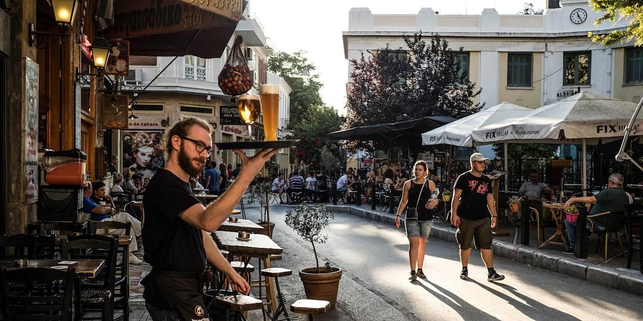 Cafés et restaurants sur la place Iron - Athènes - Grèce