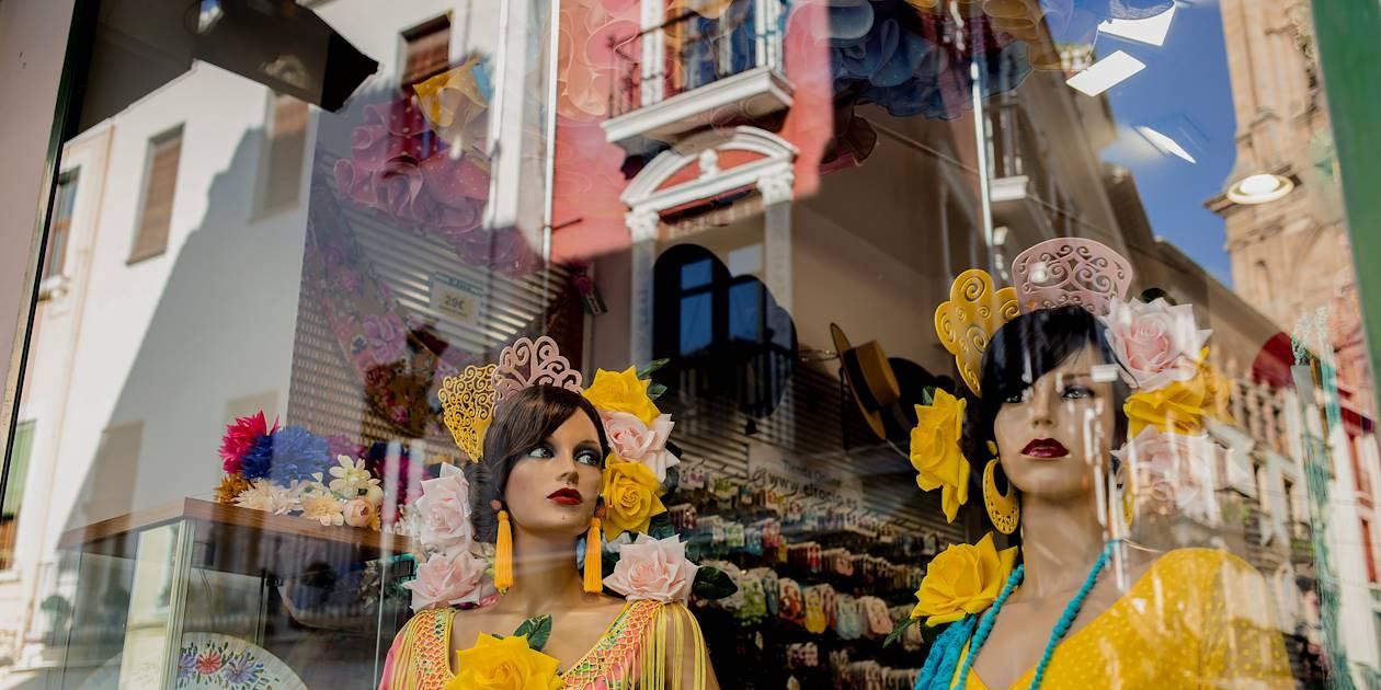 Vitrine de robes de flamenco dans le quartier juif de Grenade - Andalousie - Espagne