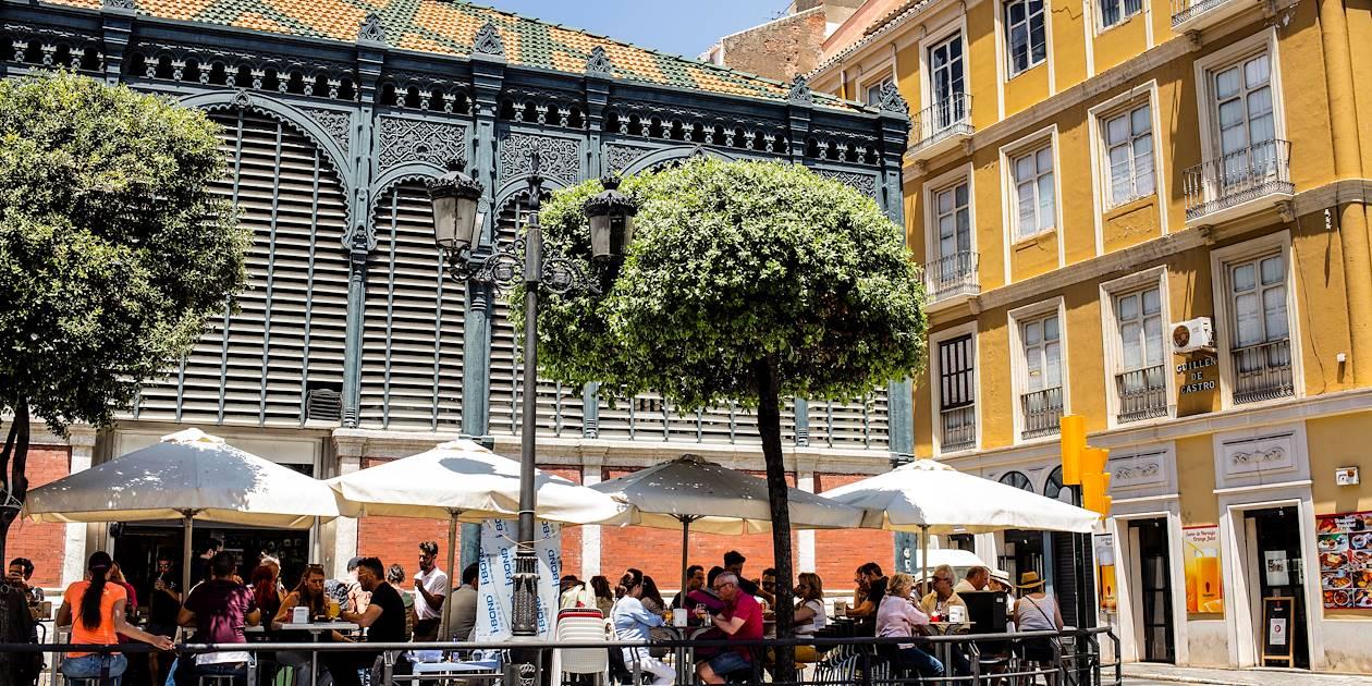 Terrasse devant le marché couvert de Malaga - Andalousie - Espagne