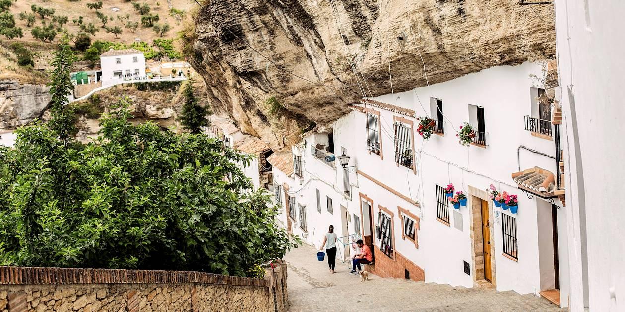 Sur la route des villages blancs : Setenil de Las Bodegas - Andalousie - Espagne