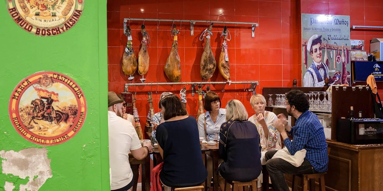 Balade gourmande à Malaga : dégustation de jambon ibérique - Andalousie - Espagne