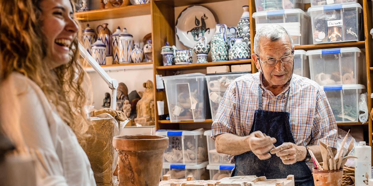 Cordoue et ses artisans : atelier d'un céramiste - Andalousie - Espagne