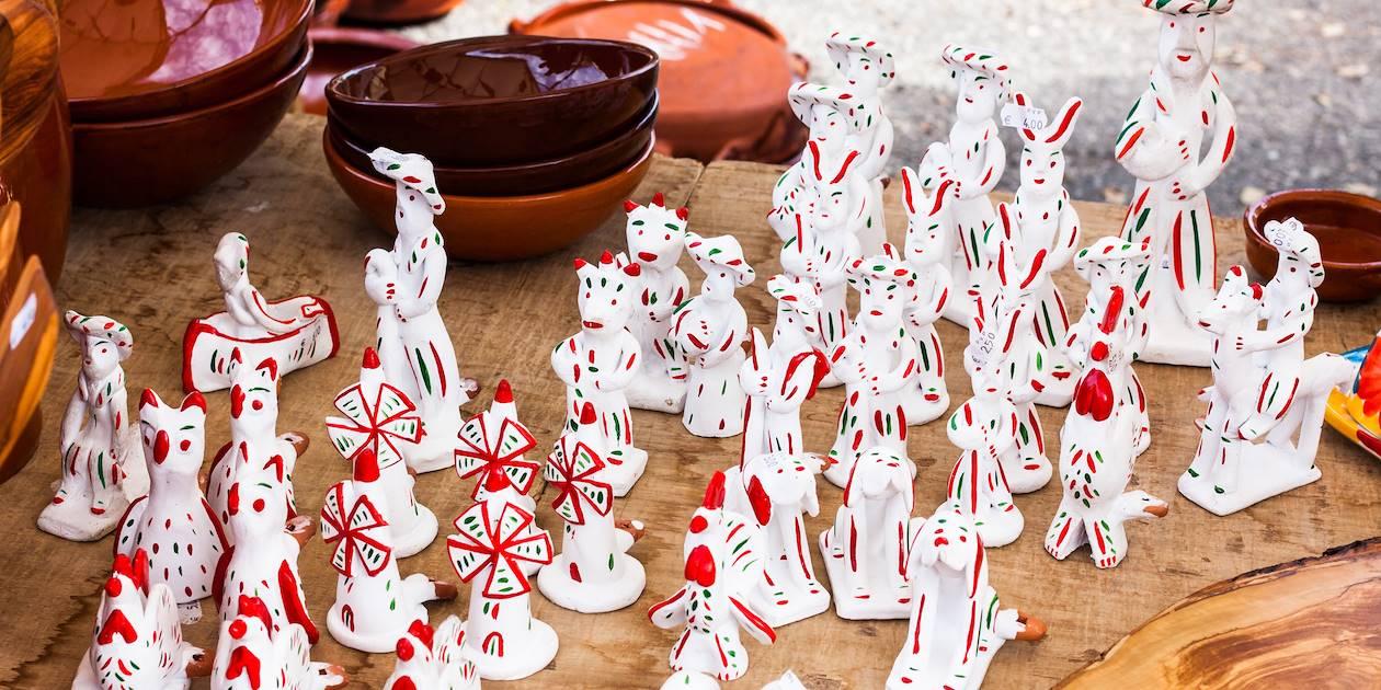 Siurells de Majorque peintes à la main, au marché de Sineu  - Les Baléares - Espagne