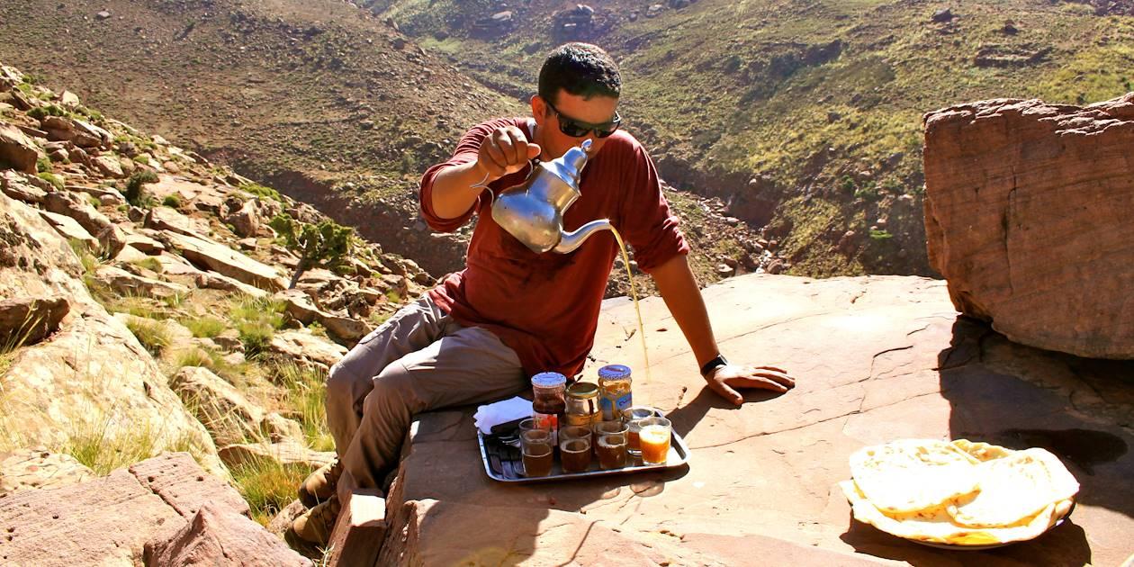Pause thé dans le Haut Atlas - Maroc