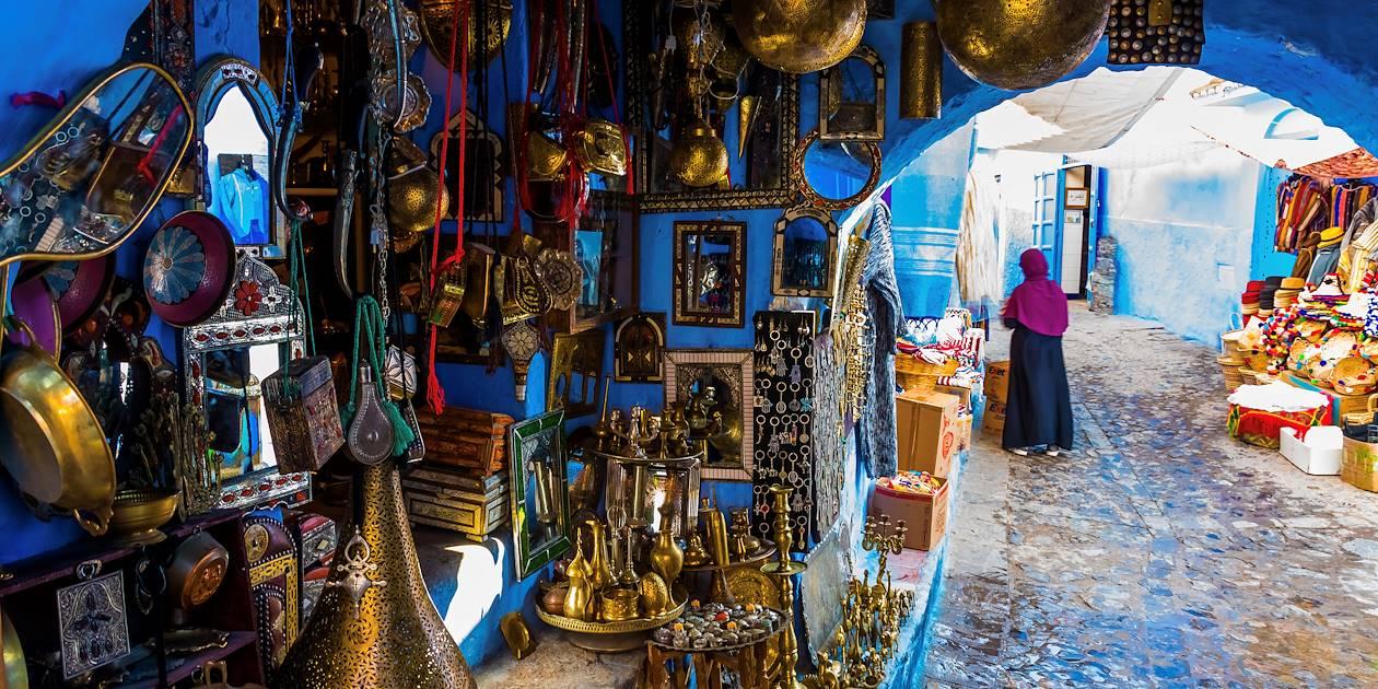 Boutique d'artisanat dans une ruelle de Chefchaouen - Maroc