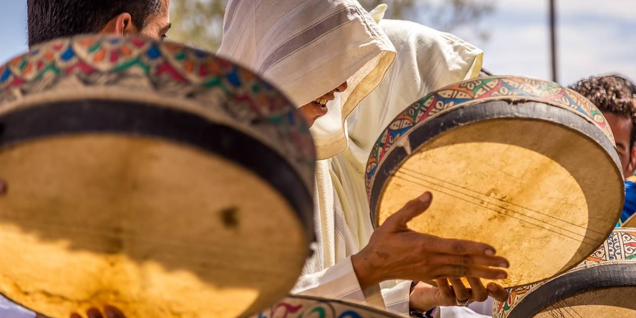 Musique lors d'un mariage berbère dans le désert - Maroc