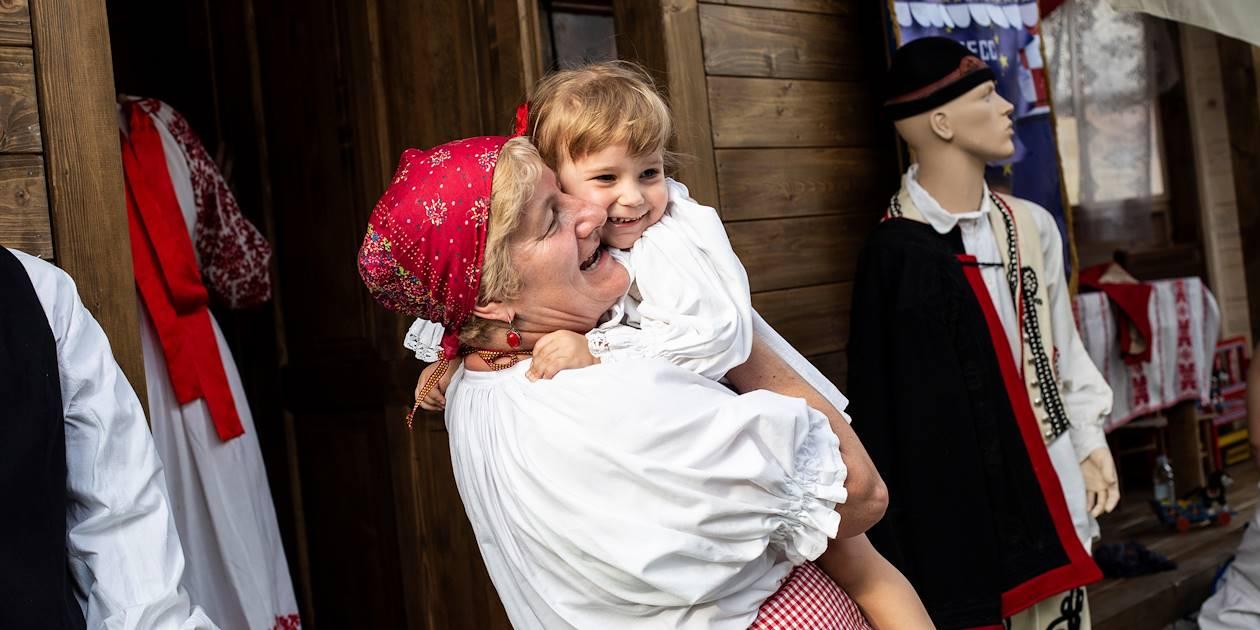 Femme en tenue traditionnelle - Zagreb - Croatie